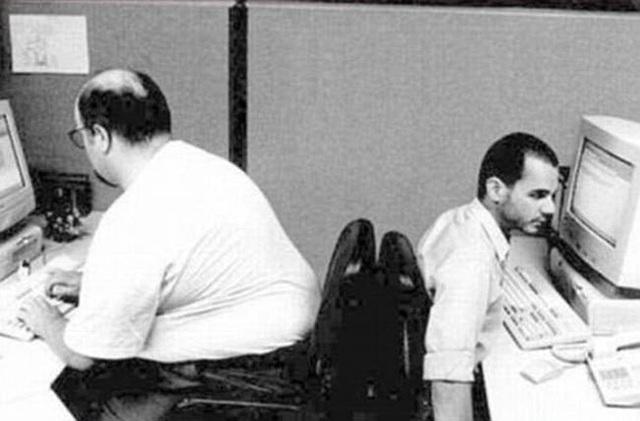 Khi đồng nghiệp chiếm hết chỗ ngồi.