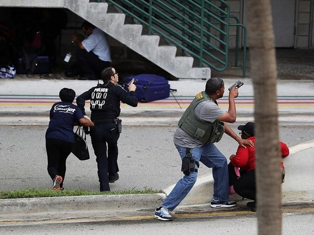 Cảnh sát nỗ lực giải cứu các nạn nhân trong vụ xả súng đẫm máu. Ảnh: Getty Image