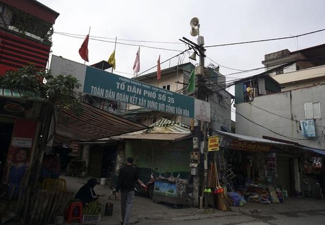 Hệ thống loa phường hướng phát thanh về khu dân cư ở phường Khương Trung (quận Thanh Xuân). Trong chiến tranh, loa phường làm nhiệm vụ báo động trong các tình huống khẩn cấp, báo động có máy bay địch. Ngoài ra, loa phường là kênh thông tin tình hình kinh tế, xã hội tới nhân dân.