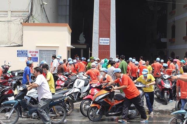 Hàng ngàn công nhân đã được di dời ra khỏi hiện trường
