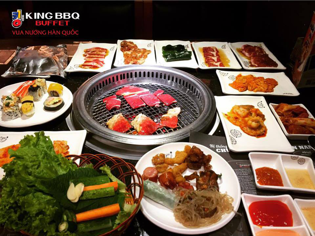 Đến với King BBQ, chắc hẳn bạn sẽ có những bữa ăn gia đình ấm cúng, những bữa tiệc bạn bè vui vẻ hay những buổi gặp gỡ đối tác thành công bởi không gian nhà hàng mang đặc trưng của văn hóa Hàn Quốc: vừa sang trọng, lịch sự mà lại vô cùng thoải mái.