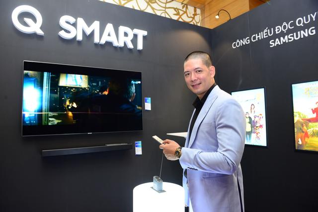 """Diễn viên Bình Minh sau khi trải nghiệm TV QLED tại sự kiện đã cho biết: """"Sự kết hợp của TV QLED và loa Samsung K950 mang lại trải nghiệm giải trí đỉnh cao."""""""