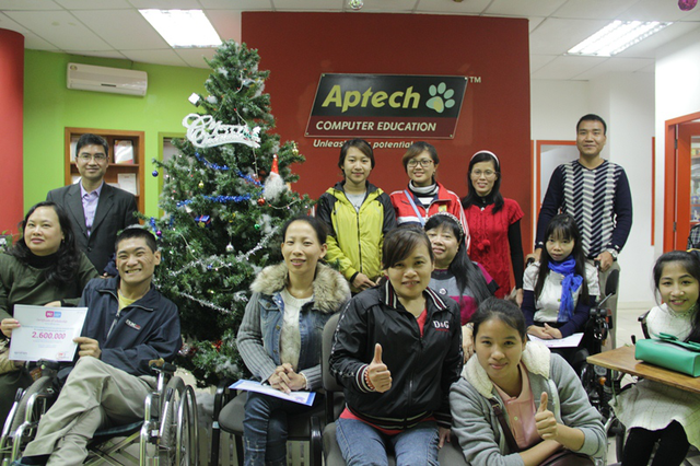 Aptech trao tặng học bổng cho Trung tâm Sống độc lập Hà Nội