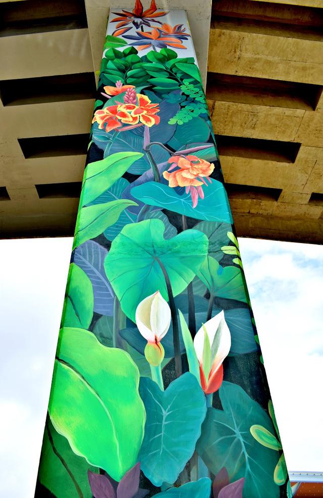 """Tổng thể bức tranh tường """"vườn nhiệt đới"""" cao 7,4m."""