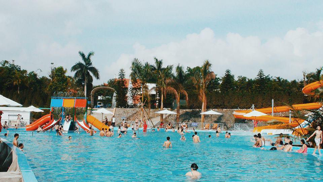 Tại Happy Land, du khách sẽ được chơi thỏa thích công viên nước mà không mất phí