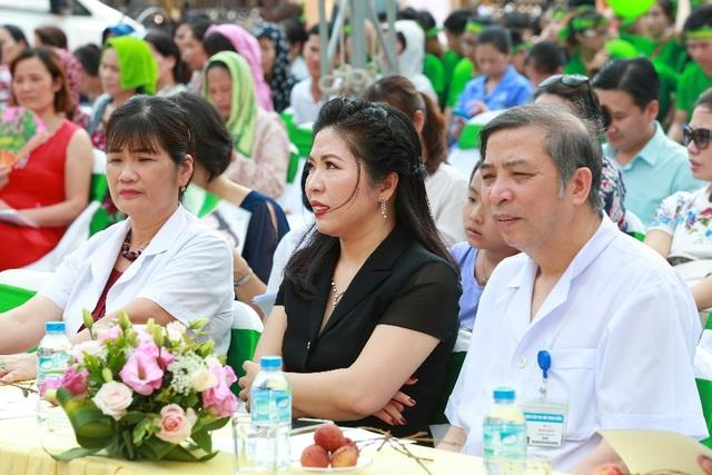 Lễ ra quân thu hút gần 400 các y bác sỹ, bệnh nhân và sinh viên tham dự