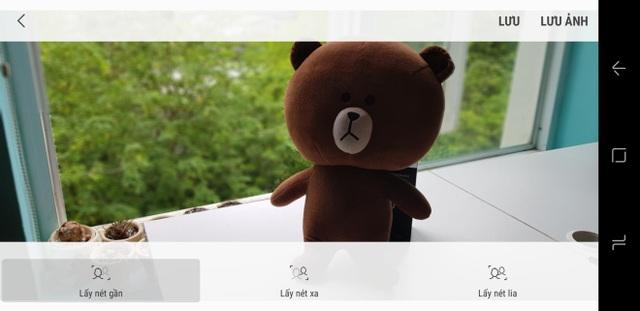 Samsung thiết lập sẵn chế độ chụp Lấy nét chọn lọc (Selective Focus) trên camera. Với Galaxy S8, bạn chỉ cần vuốt vào chế độ chụp và chọn đúng chế độ.