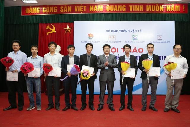 8X Việt tham gia hội thảo Nhà khoa học trẻ ngành GTVT.
