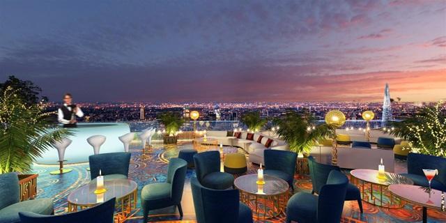 Sky bar trên tầng thượng, nơi thực khách có thể phóng tầm mắt nhìn toàn cảnh thành phố.
