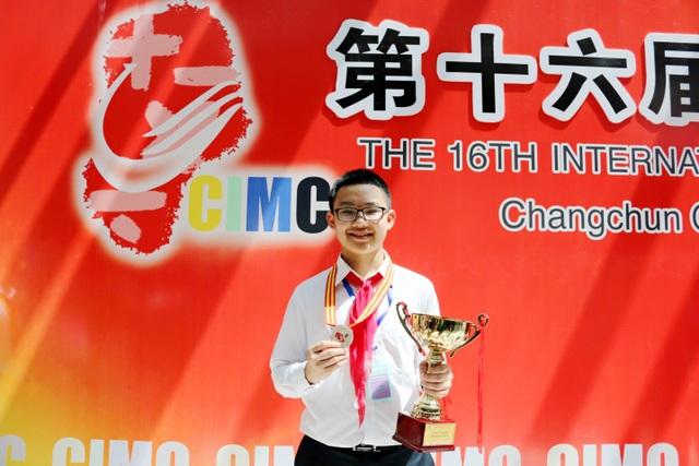 """Tuấn Hoàng tham dự """"Kì thi Toán học trẻ Quốc tế - IMC 2015"""" tại Trung Quốc"""