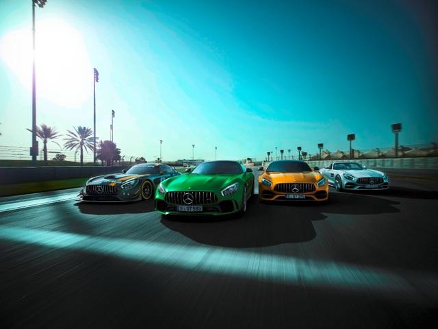 """Đặc biệt, khách hàng chọn mua """"siêu phẩm"""" S 500 Cabriolet sẽ nhận được đến hai suất đến Đức tham gia chương trình."""