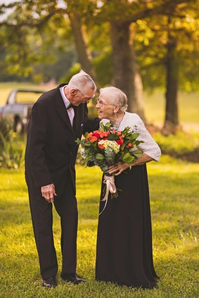 Dù có già hơn nữa, đối với tôi, bà vẫn đẹp như những đóa hoa