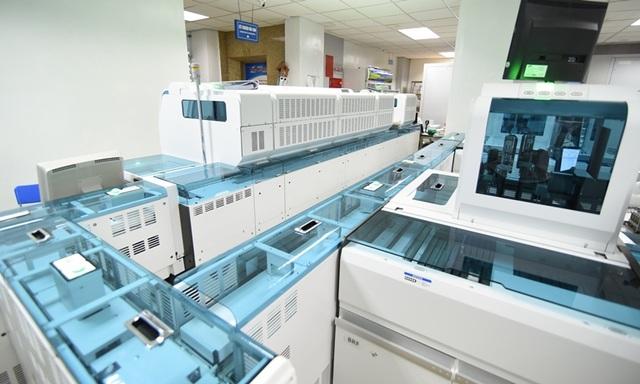 Ngoài ra, Bệnh viện Đa khoa MEDLATEC còn cam kết mang đến khách hàng nói chung, khách hàng tham gia chương trình miễn phí xét nghiệm tầm soát ung thư dạ dày nói riêng sự tin cậy cao của các kết quả xét nghiệm, vì tất cả các xét nghiệm đều được phân tích tự động hoàn toàn trên hệ thống máy móc hiện đại hàng đầu của các hãng nổi tiếng trên thế giới như Roche, Abbott,…
