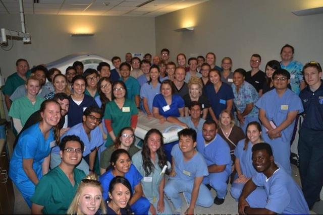 Trước khi tốt nghiệp, những sinh viên xuất sắc sẽ được gửi đi thực tập tại các bệnh viện trường Y tại Hoa Kỳ và Hàn Quốc.