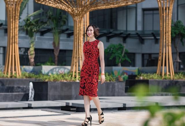 Với Phạm Thị Vân Hà, đi kiểm tra công việc tại các dự án cũng là cách để thư giãn giữa không gian ngập tràn màu sắc