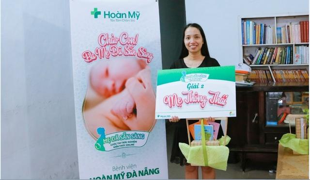 Mẹ bầu Nguyễn Thị Quỳnh Mai xuất sắc nhận giải thưởng 'Mẹ Thông Thái' do Bệnh viện Hoàn Mỹ Đà Nẵng đại diện chương trình MDSS gởi tặng
