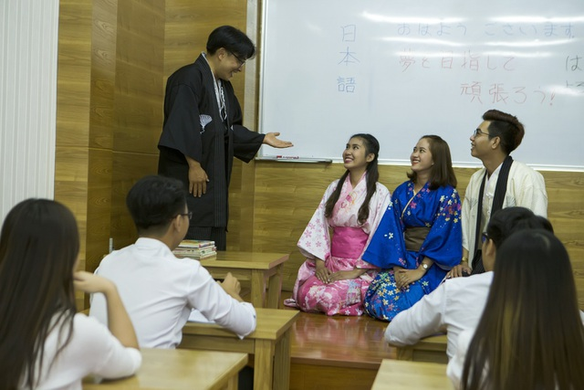 Phòng học của trường ĐH Văn Hiến với cơ sở vật chất hiện đại, được trang bị đạt chuẩn.