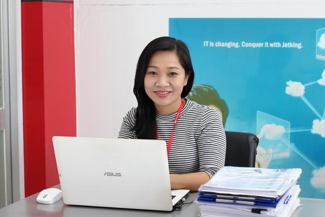 Bà Đinh Thị Tuyết Trinh - Trưởng phòng quan hệ doanh nghiệp và giới thiệu việc làm - Viện Đào Tạo Quốc Tế FPT với những chia sẻ về quy trình giới thiệu việc làm và chế độ việc làm cho sinh viên.