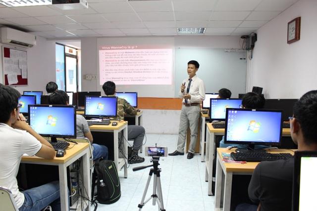 Các sinh viên được tham gia các buổi Workshop chuyên đề về an ninh mạng để bổ sung kiến thức ngoài kiến thức đã được học trong sách vở.