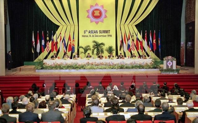 Phiên khai mạc Hội nghị Cấp cao ASEAN lần thứ 6, tổ chức ngày 15/12/1998, tại Hà Nội. (Ảnh: Cao Phong/TTXVN)