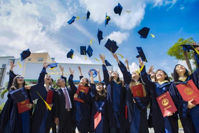Trường Đại học Văn Hiến mang niềm vui đến tân sinh viên nghèo - 3