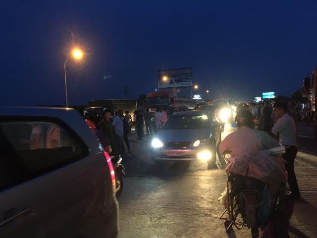 Người dân phản đối việc thu phí trên Quốc lộ 5