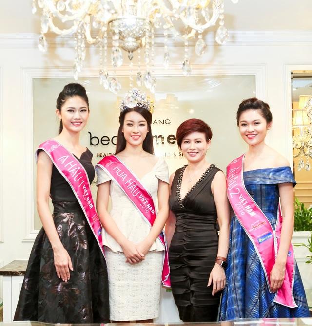 Top 3 hoa hậu Việt Nam chụp cùng bà Đặng Thanh Hà - Phó TGĐ Thanh Hằng Beauty Medi