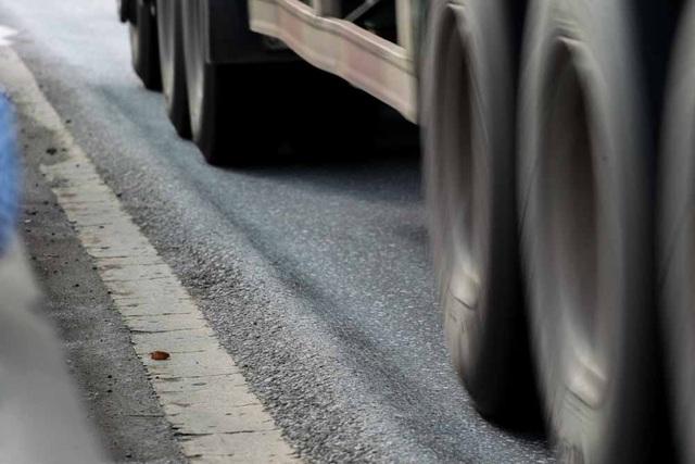 Sống trâu xuất hiện ở nhiều nơi, thường sâu tư 5 - 8cm. Đây là vệt lún do mặt đường không chịu được áp lực của bánh xe.