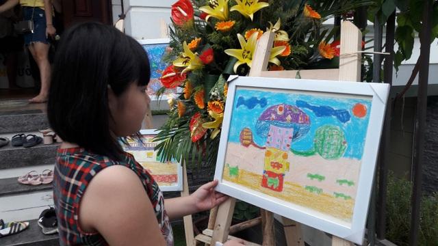 Các bức tranh thể hiện tối đa sự sáng tạo của các bé