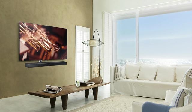 Giải pháp treo TV và Loa áp sát tường rất phổ biến trong các căn hộ hiện đại, bởi tính thẩm mỹ cao và tiết kiệm không gian tối đa