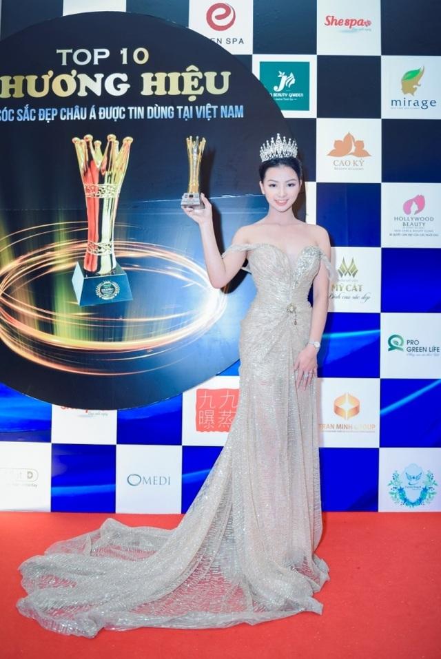 Nữ doanh nhân 21 tuổi được vinh danh trong lễ tôn vinh doanh nhân Sắc - Tâm - Tài 2017 - 3