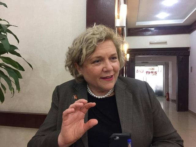 Bà Joanna Wood - Tham tán giáo dục và khoa học, Đại sứ quán Australia.