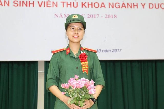 Nữ thủ khoa đang trải qua 6 tháng rèn luyện kỷ luật quân đội nghiêm ngặt.