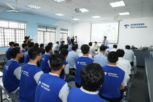 """Thành công bước đầu của chương trình Samsung Tech Institute chính là khơi gợi cảm hứng học hỏi để giúp các học viên nhận ra năng lực tiềm tàng của bản thân, từ đó làm """"bệ phóng"""" mở cửa tương lai."""