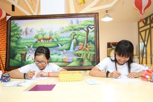 Các em nhỏ tỉnh Sóc Trăng hào hứng với những trải nghiệm tại Tp Hồ Chí Minh.