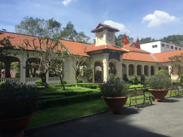 Trường THPT Chuyên Lê Hồng Phong, Q.5, TPHCM.