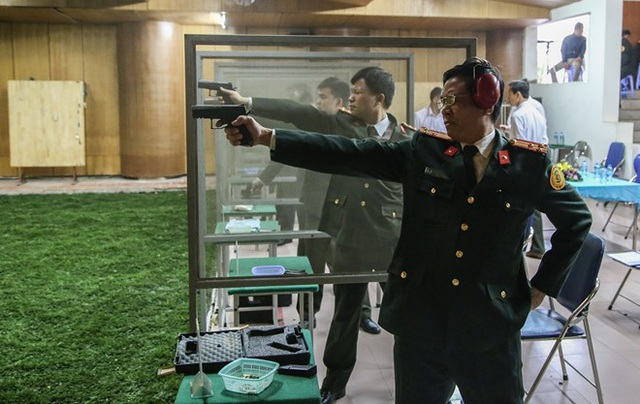 Các thiện xạ Cảnh vệ CAND thi đấu môn súng ngắn bắn chậm. Để trở thành một chiến sĩ Cảnh vệ CAND, các chiến sĩ thường phải trải qua một quãng thời gian dài khổ luyện.