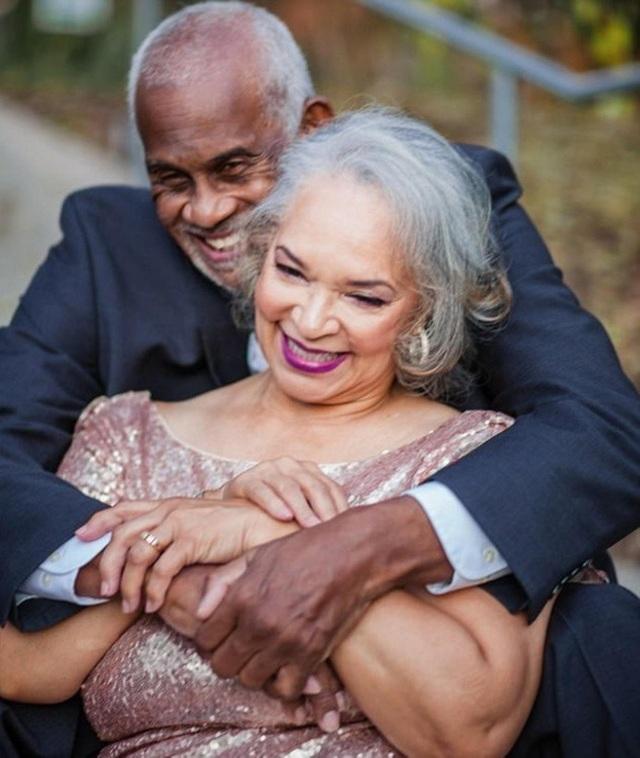 Bộ ảnh nồng nàn vị yêu của cặp đôi đã truyền cảm hứng cho hàng nghìn người
