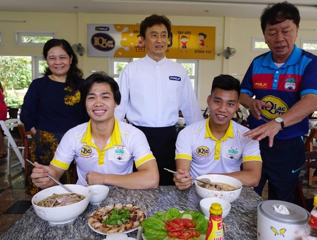 Ngoài 1 lít sữa IQLac Pro mỗi ngày, Công Phượng, Văn Thanh cũng tuân thủ chế độ dinh dưỡng chuyên nghiệp do nhà tài trợ VPMilk tư vấn và hỗ trợ