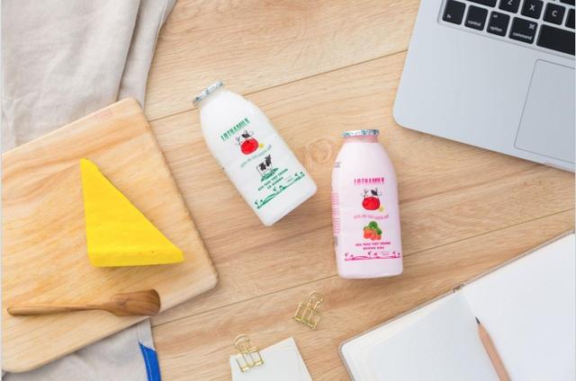 Uống một cốc sữa có vị ngon sữa bò tươi tinh khiết cùng ăn một món nhẹ lành mạnh tại nơi làm việc vừa cho bạn cảm giác ngon miệng vừa giúp bạn tiếp thêm nhiên liệu cho một ngày dài năng động.