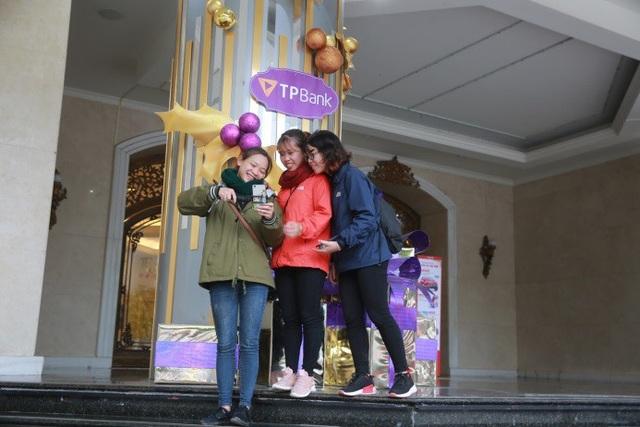 Không khí Giáng sinh đã ngập tràn ở các trung tâm thương mại Hà Nội - 3