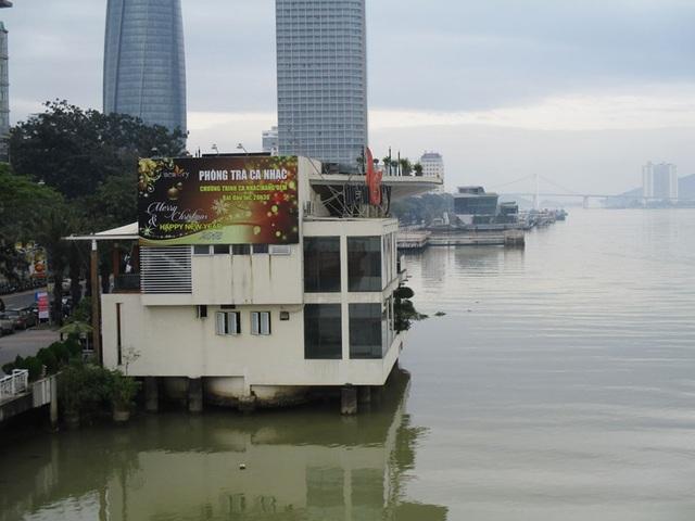 Ngoài bến du thuyền (ở phía xa), ông Vũ nhôm còn sở hữu nhà hàng cà phê Memory bên sông Hàn.