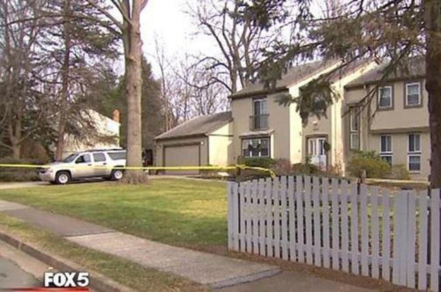 Căn nhà của hai vợ chồng bị phong tỏa sau vụ sát hại dã man
