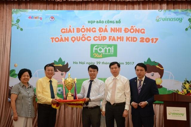 Trong khuôn khổ chương trình năm 2017, Vinasoy hợp tác cùng với Báo Nhi Đồng tổ chức Giải bóng đá Nhi Đồng toàn quốc cúp Fami kid diễn ra từ tháng 6 đến tháng 8/2017