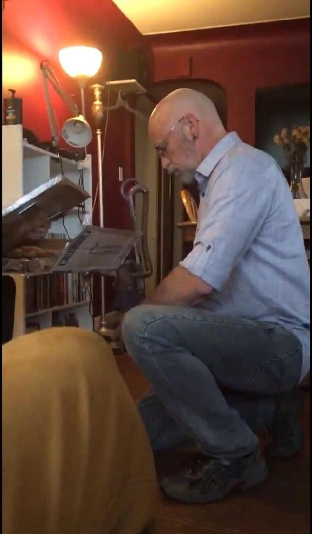 Jeff quỳ xuống cầu hôn vợ cũ trước sự chứng kiến của các con