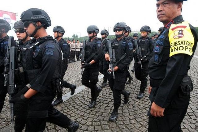 Lực lượng chống khủng bố của Indonesia trong buổi diễn tập hôm 21-12. Ảnh: EPA