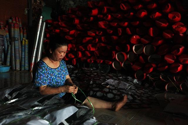 Những thợ thủ công truyền thống vẽ tranh Đông Hồ bỏ nghề chuyển sang gia công đồ gia dụng hàng mã