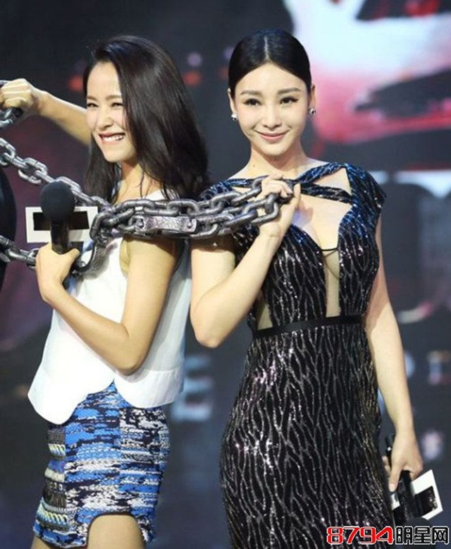 """Thiên thần vòng 1 khiến các mỹ nữ showbiz """"xanh mặt"""" khi dự sự kiện - 12"""