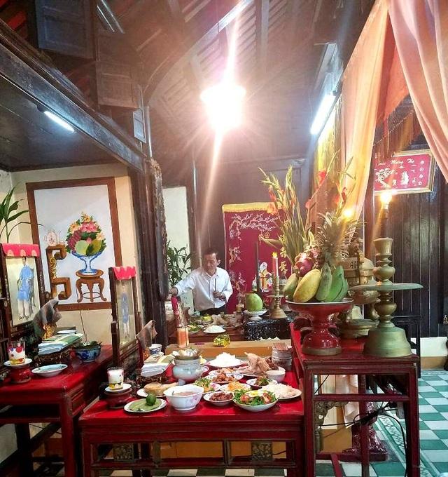 Cúng tất niên 30 Tết ở một nhà cổ xứ Huế (ảnh: Huy Thịnh)