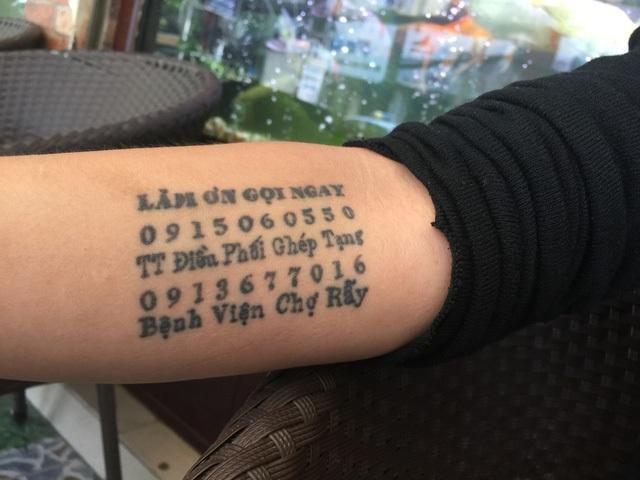 Dòng chữ đặc biệt xăm trên tay An Khương. Ảnh: VÕTHU